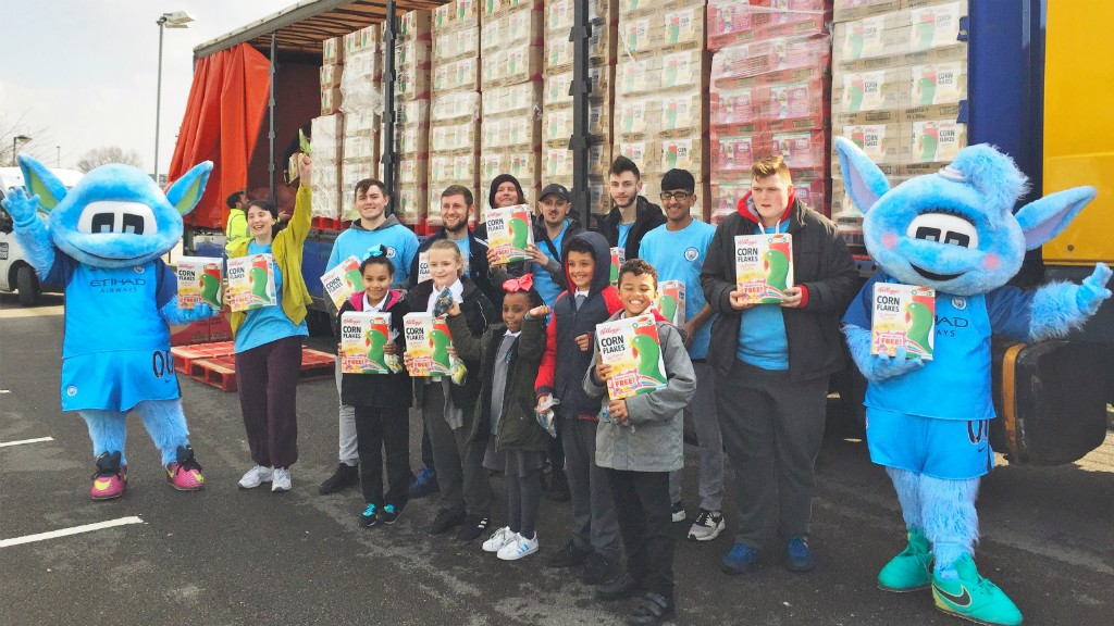 HEALTHY EATING: Premier League Works students helping local children in Manchester.