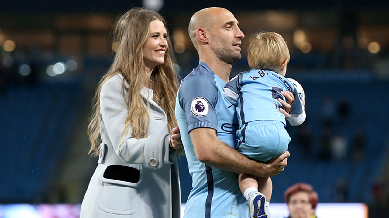 FAMILY: Pablo Zabaleta with his wife and son.