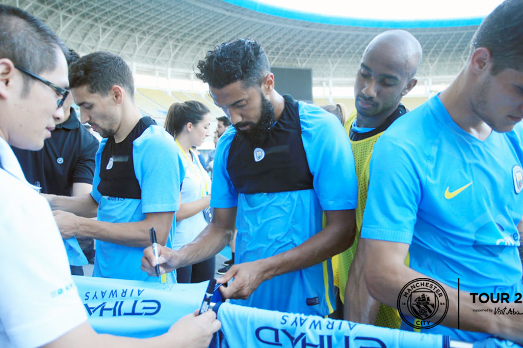 SIGNING TIME: Gael gives lucky fans what they want!