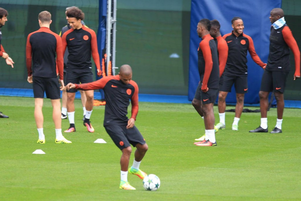 TECHNIQUE: Fernandinho on the ball
