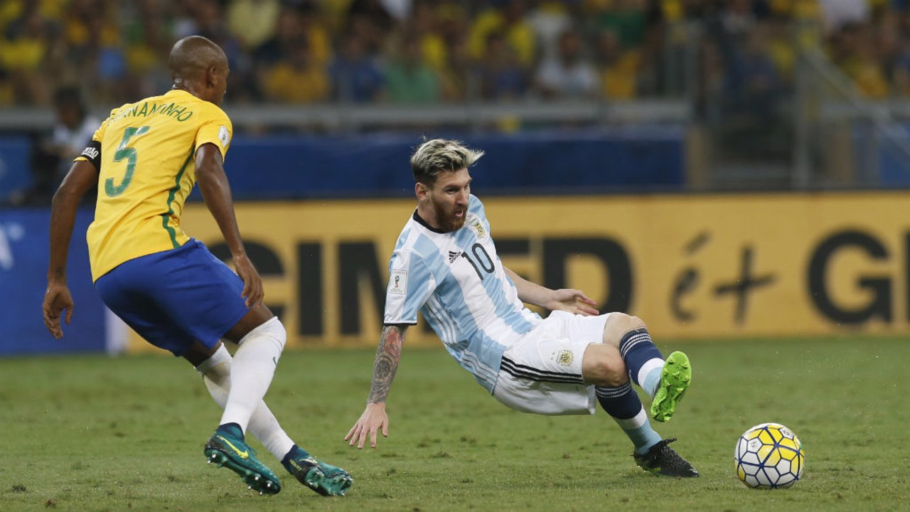MARKING MESSI: Fernandinho tracks Argentina ace for Brazil