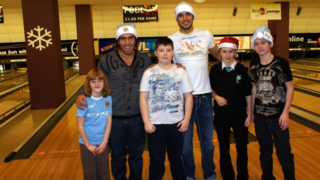 Carlos Tevez and Roque Santa Cruz at Xmas 2009 bowling event with children