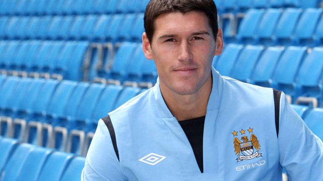 Gareth Barry at MCFC stadium June 2009