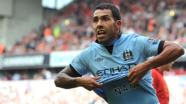 tevez shirt lift
