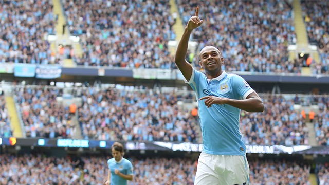 Fernandinho celebrates scoring against Chelsea
