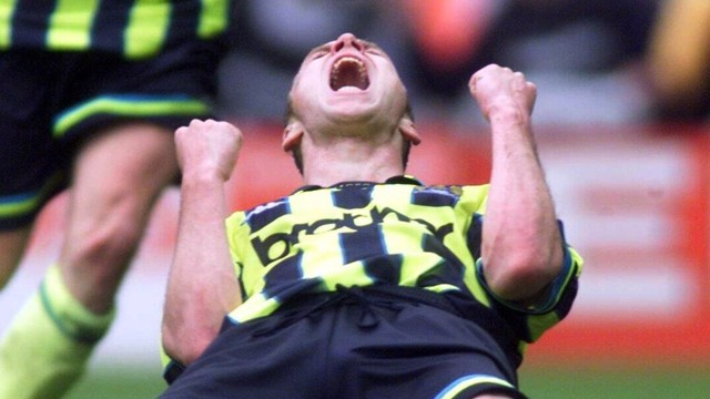 Paul Dickov vs Gillingham goal celebration 1999