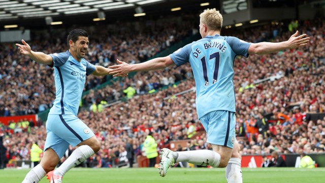 KEVIN DE BRUYNE: Celebrates with Nolito