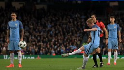 HAVE A DIG: De Bruyne strikes City's second goal
