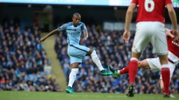 BRAZILIAN BEATS: Fernandinho has an effort blocked by converging Middlesbrough defenders