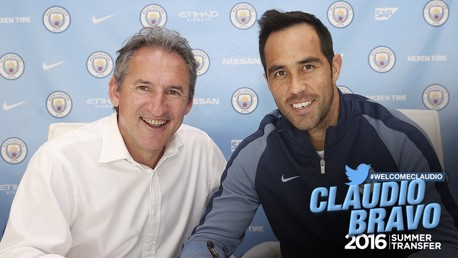 Claudio Bravo signs for City