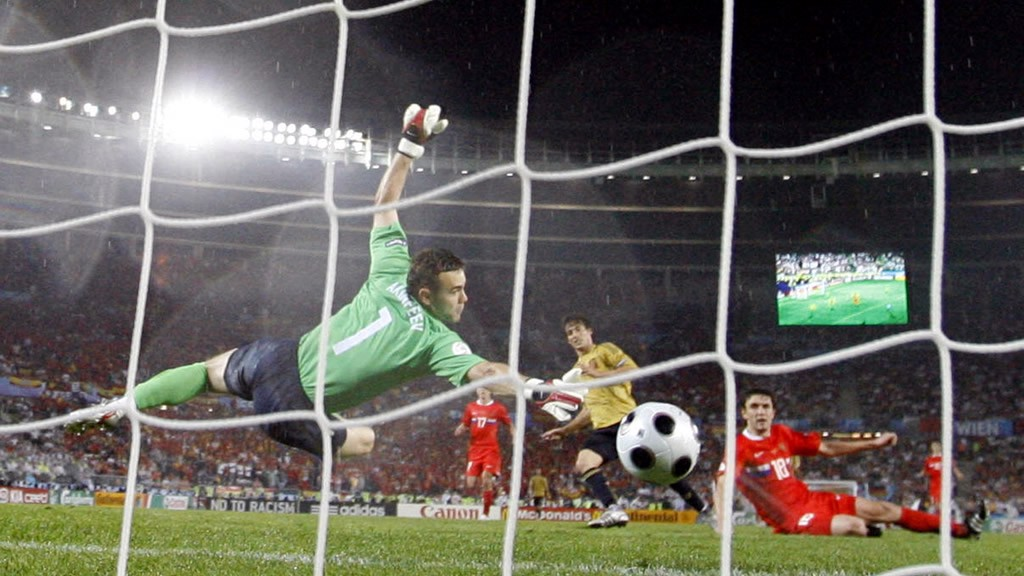 IT'S THERE: Silva scores past Akinfeev