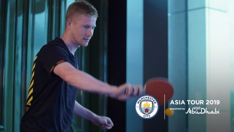 KDB vs Bernardo : LE match de tennis de table !