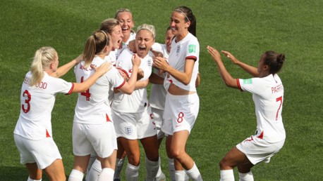 Houghton and White help England reach last eight