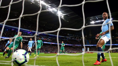 Sterling hails City's  'amazing mentality'