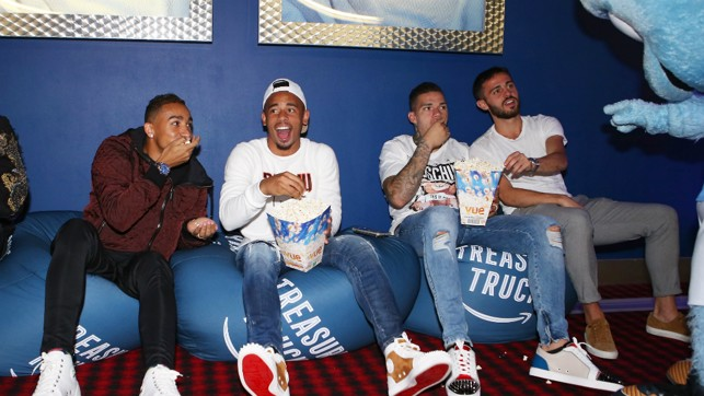 POPCORN : Gabriel Jesus seems to be enjoying it!