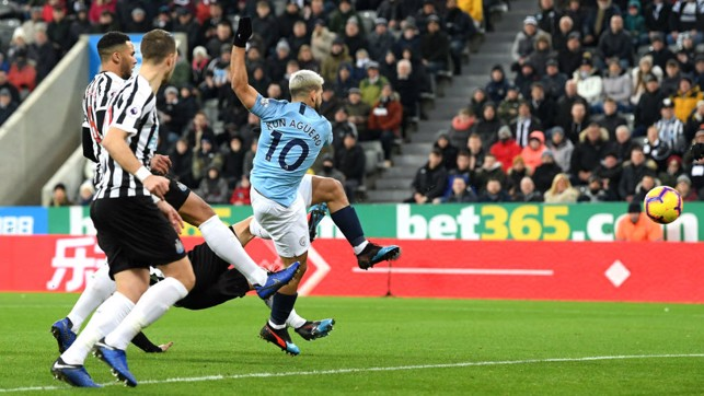 LIGHTNING SERGE : Sergio Aguero hooks in the opener 24 seconds after kick-off