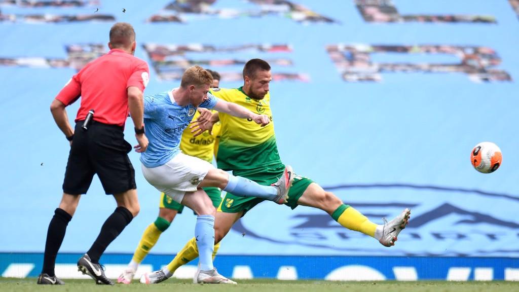 Um gol absurdo de Kevin De Bruyne fez o primeiro tempo terminar em 2-0