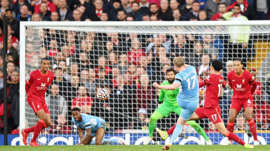 SECONDS OUT: Kevin De Bruyne draws City level once again