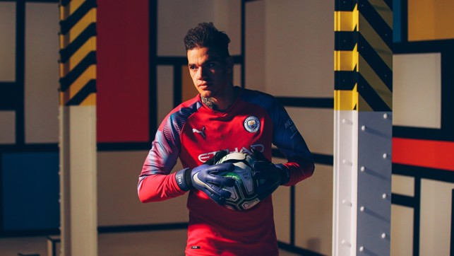 EDERSON : Colourful kit for a colourful character