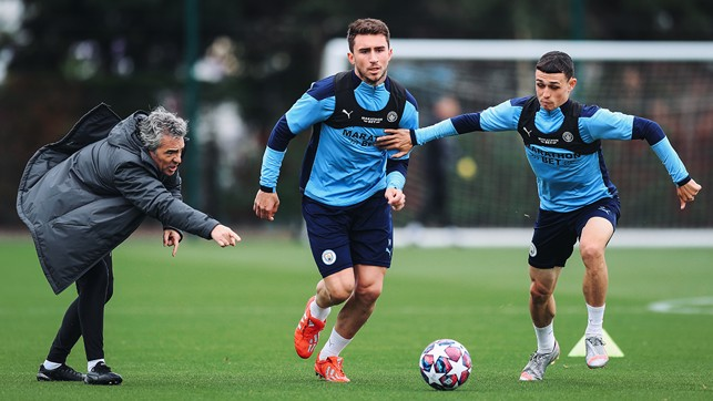 ATTACK v DEFENCE : Aymeric Laporte and Phil Foden race for possession