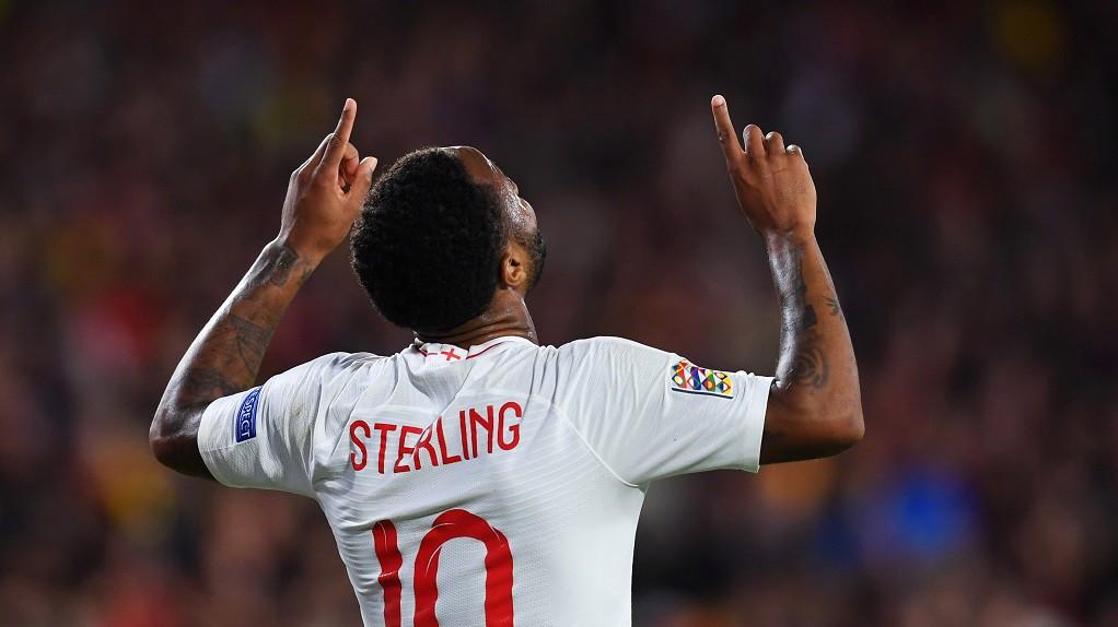 Sterling vise la cinquantaine avec les Three Lions