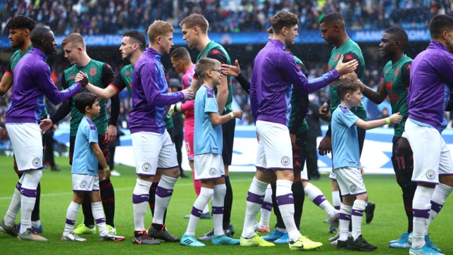 PLEASANTRIES : Pre-match handshakes