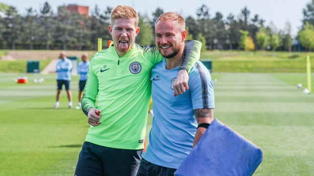 SUN'S OUT, TONGUES OUT! : Kevin De Bruyne is still in the party mood!
