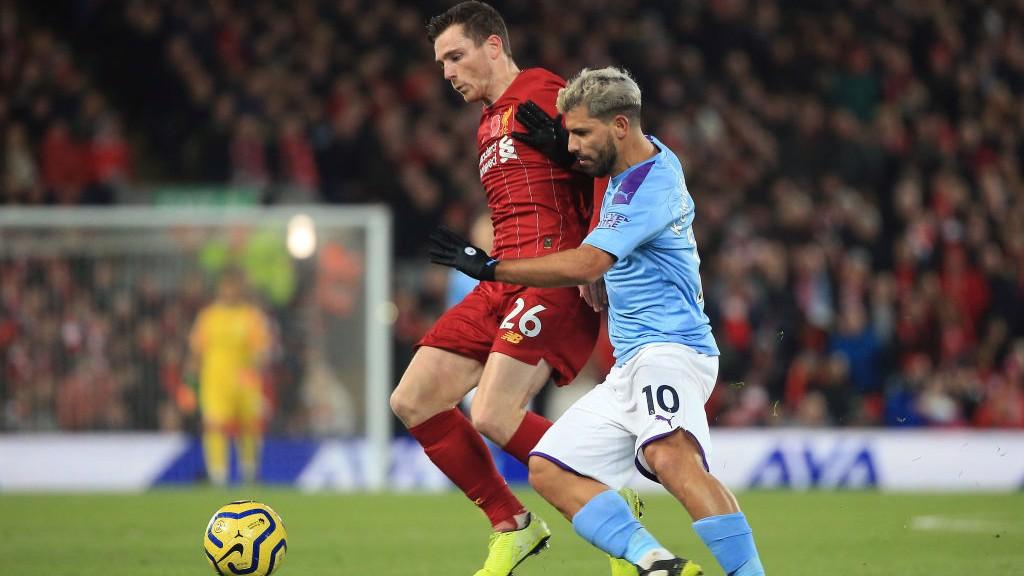 TEKANAN : Sergio Aguero berusaha keras setelah City tertinggal dua gol akibat gol Mohamed Salah.