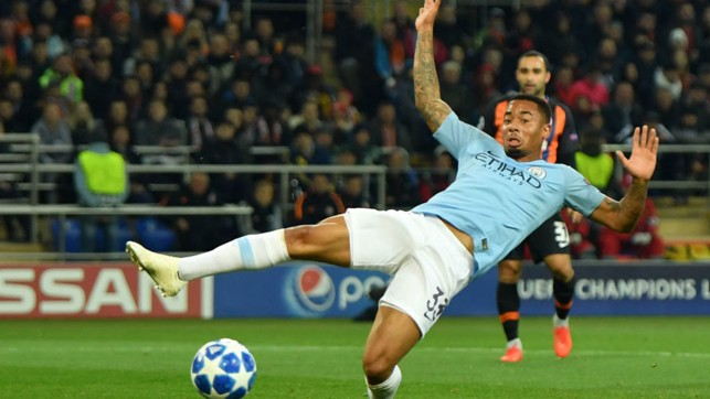 SO CLOSE : Gabriel Jesus almost gets on the end of a dangerous cross