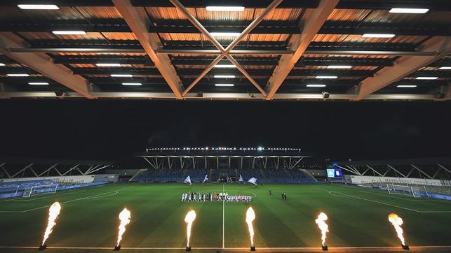MALAM DI BAWAH SINAR LAMPU : Stadion Akademi menunggu...