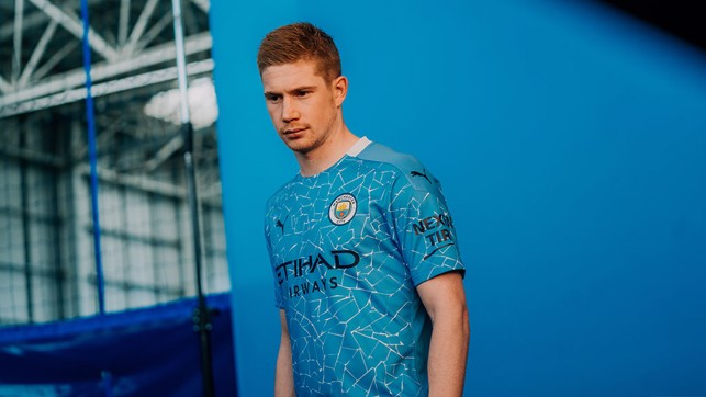 Kevin De Bruyne gets used to the new threads