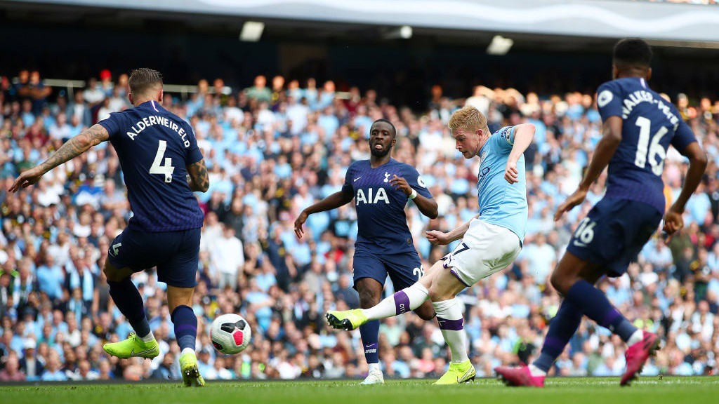 STAR MAN : Kevin De Bruyne looks for City's third_