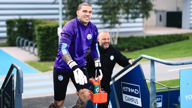 HAIR TODAY : Ederson shows off his new look