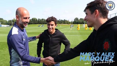 Marc y Álex Márquez visitan la City Football Academy