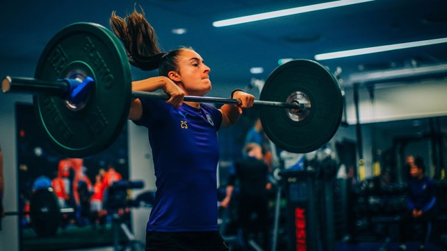 GOOD THINGS COME TO THOSE WHO WEIGHT : Tessa Wullaert flexes the muscles