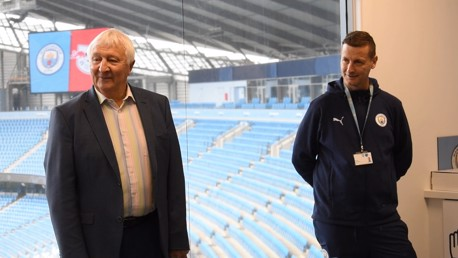 Summerbee and Williams visit City's dementia programme