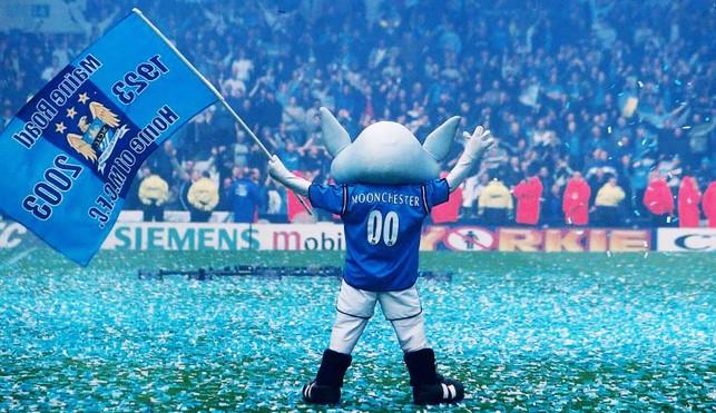 BLUE MOONCHESTER: Nosso mascote também se despede do gramado histórico
