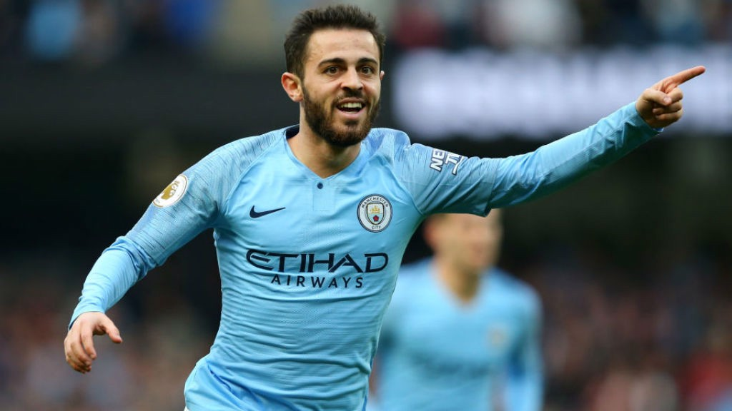 SOLID SILVA II : Bernardo celebrates after firing home City's second goal