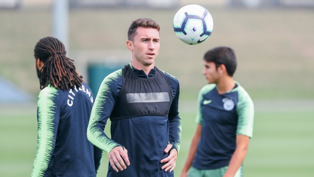 ON THE BALL : Aerial practice for Aymeric Laporte