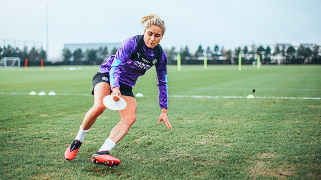 CONE DANCING : Steph Houghton