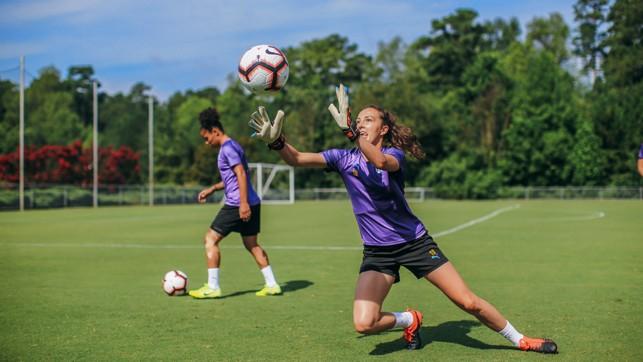 JOB SWAP : Caroline Weir tries her hand at goalkeeping!
