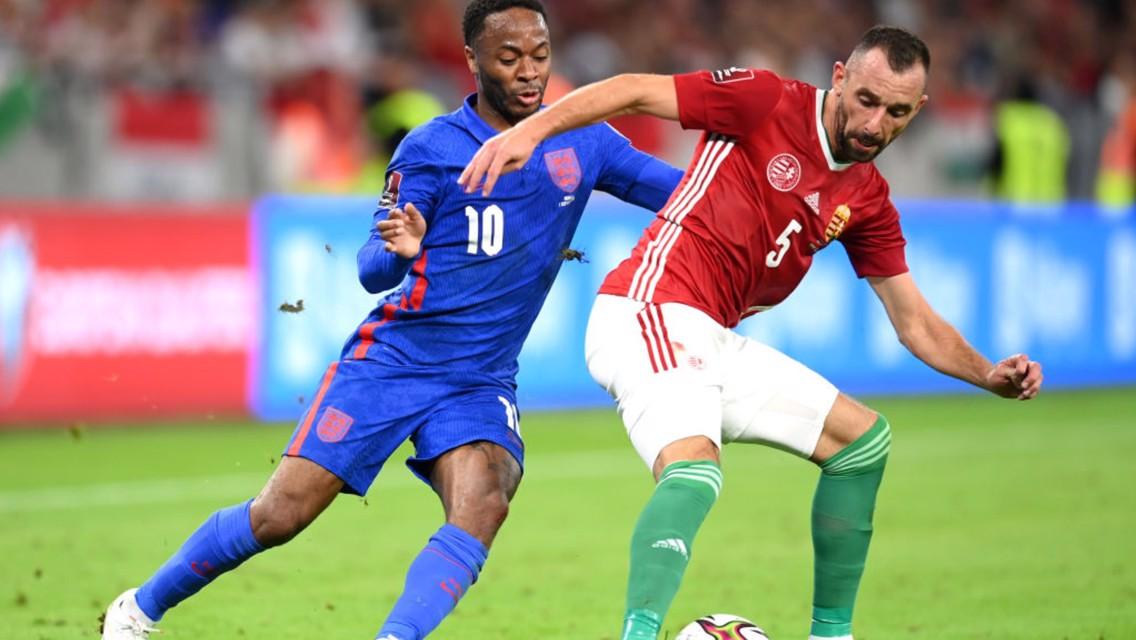 محرز وسترلينج يقودا الجزائر وإنجلترا للفوز في تصفيات كأس العالم