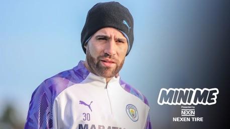 Mini me: Nicolas Otamendi