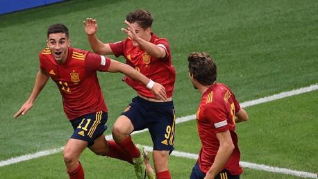 Super Torres marca dois gols e leva a Espanha para a final da Liga das Nações
