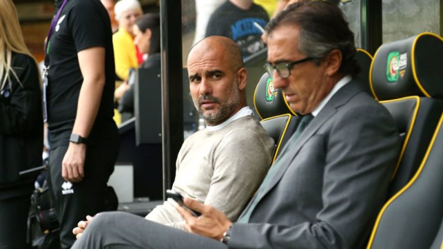 PRE-MATCH : The boss waiting for kick off