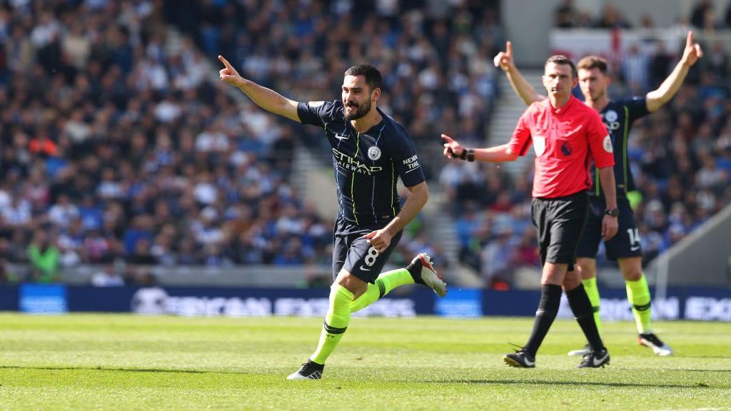 Ilkay Gündogan celebra el último gol del City en la Premier League 2018/19.