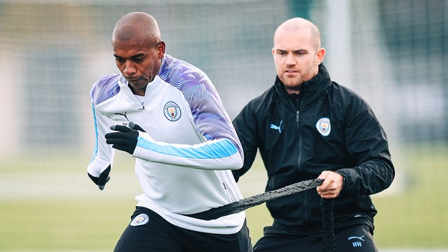 BRAZILIAN BLEND : Fernandinho powers through a fitness drill