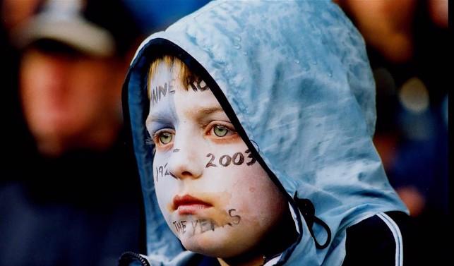 HORA DE REFLETIR: O jovem torcedor vê a história diante de seus olhos
