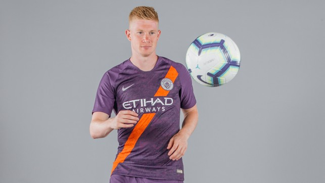 STAR IN STRIPES : Kevin De Bruyne and City's new third kit make the perfect match
