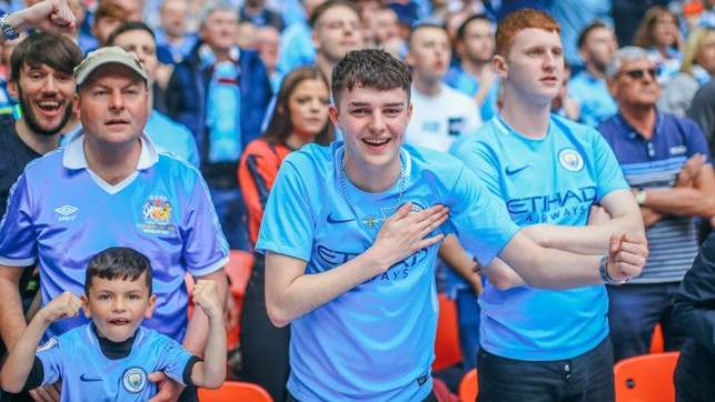 CITY FAITHFUL : A sea of Blue
